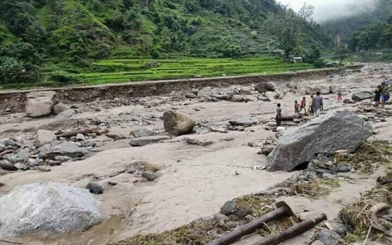 हिमाली गाउँपालिकामा १० घर बगायो : तीन जना सम्पर्कविहीन