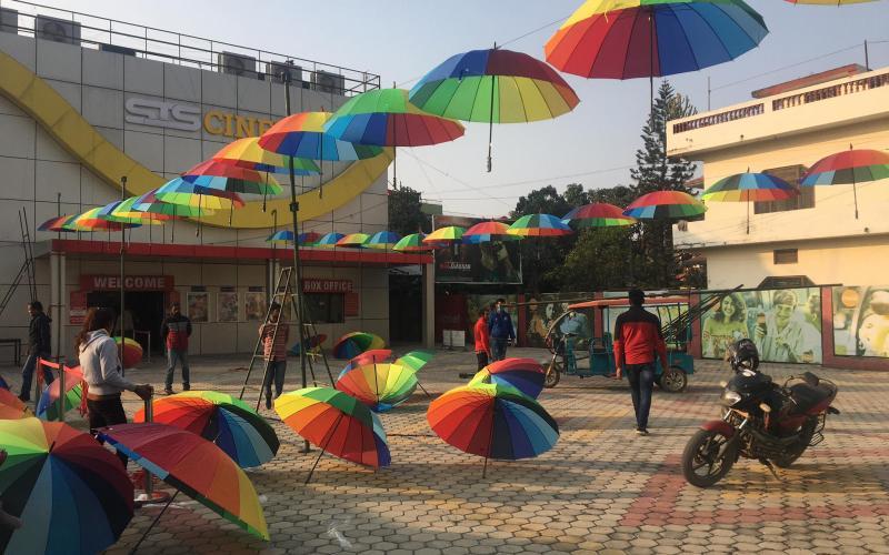 फोटो खिच्न र टिकटक बनाउन धनगढीमा 'अम्ब्रेला स्ट्रिट'