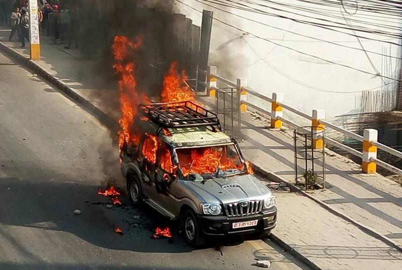 उपमेयरलाई गाडीभित्रै जिउँदै जलाउने प्रयास