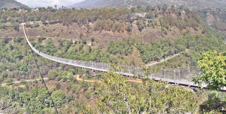 बागलुङ र पर्वत जोड्ने  झोलुङ्गे पुललाई विश्व रेकर्ड राख्ने प्रक्रिया सुरु
