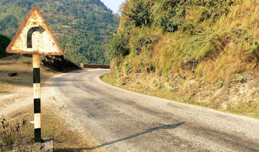 सुदूरपश्चिमका पहाडी जिल्लाका राजमार्गमा ट्राफिक सङ्केत हराउँदा समस्या