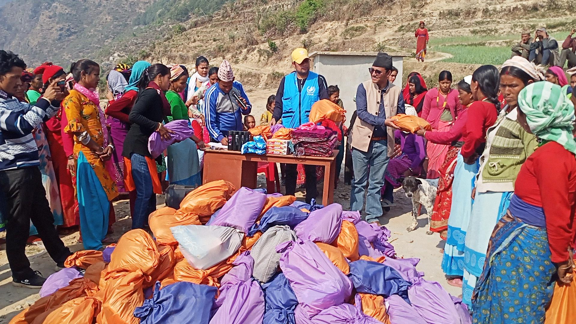 छाउपडी कु. प्रथा विरूद्ध साइन नेपाल : तीन सय महिलाहरुलाई सरसफाइ सामग्री वितरण
