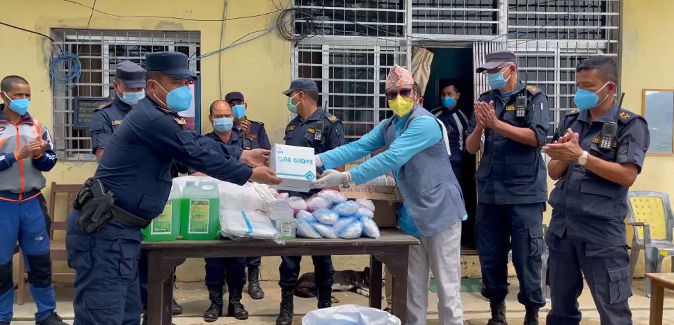 महामारी नियन्त्रणमा साइन नेपाल : जोखिम पूर्ण क्षेत्र र समुदायमा स्वास्थ्य सामग्री वितरण