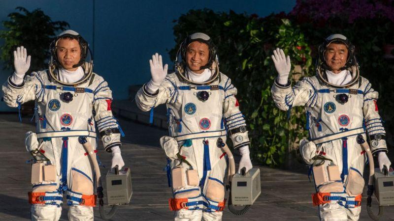अन्तरिक्षमा ९० दिन बसेर तीन चिनियाँ यात्री पृथ्वीमा फर्किए